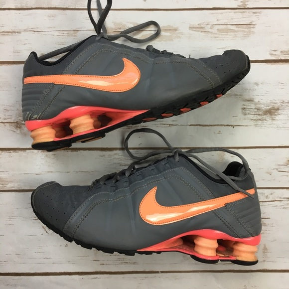 sports shoes 4e5e3 b828e Nike Shox Grey   Orange Peach Sneakers. M 5a5cfc0605f430d119139426